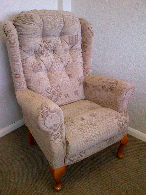 Langley Queen Anne Deluxe Petit High Seat Chair