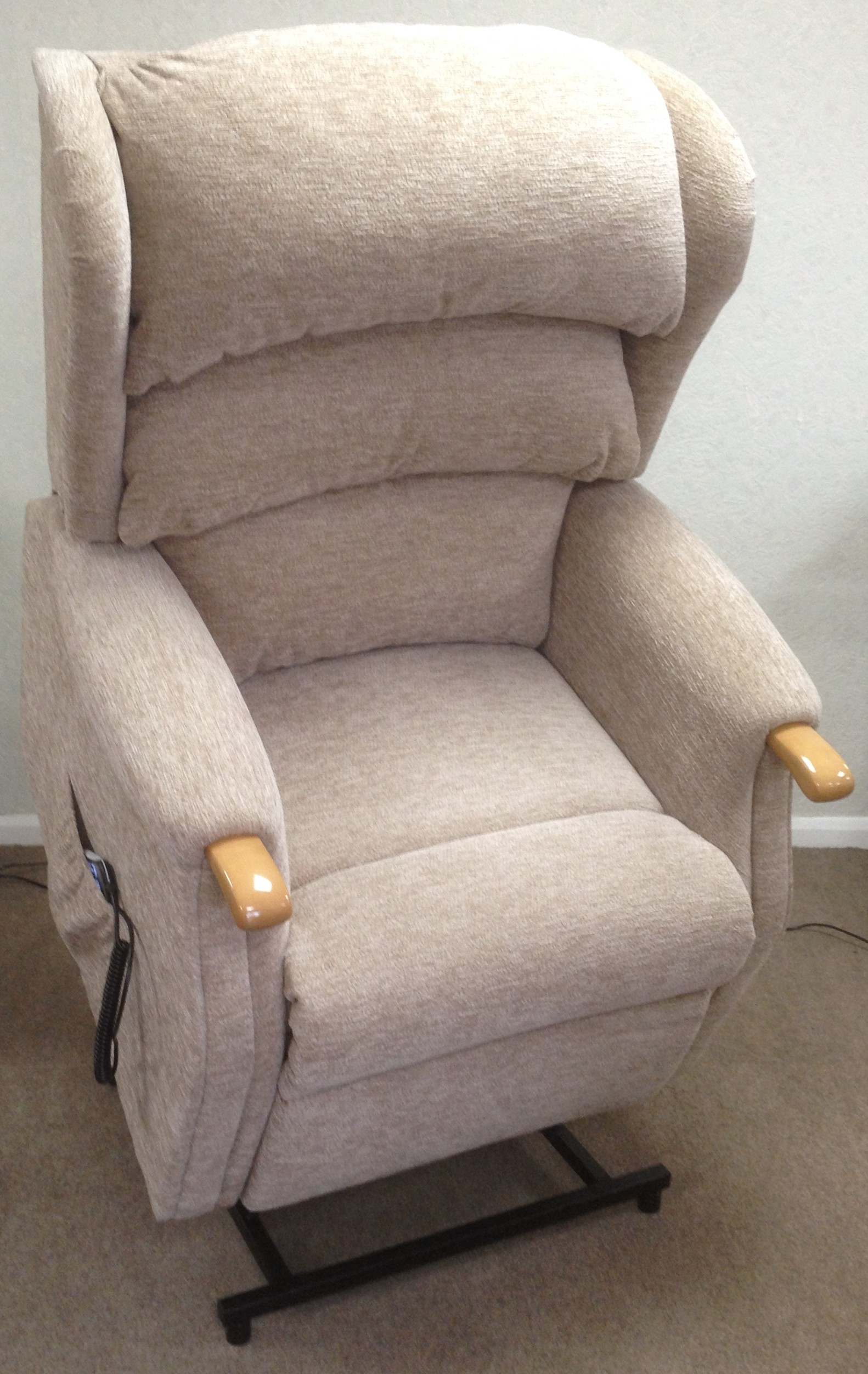 Linton lift & rise recliner